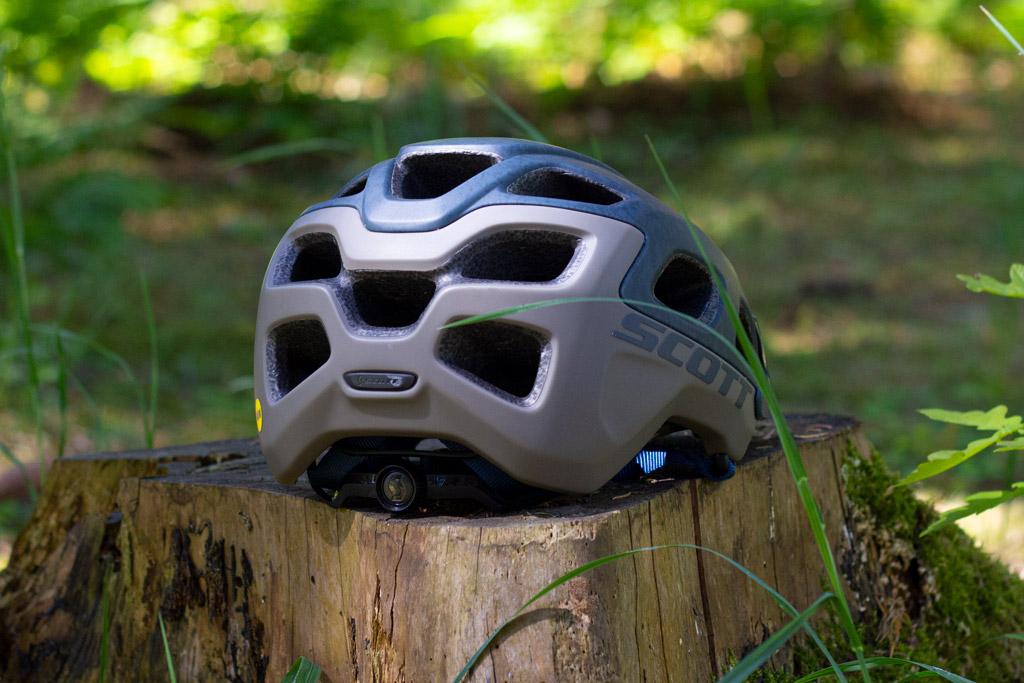 bagsiden af hjelmen