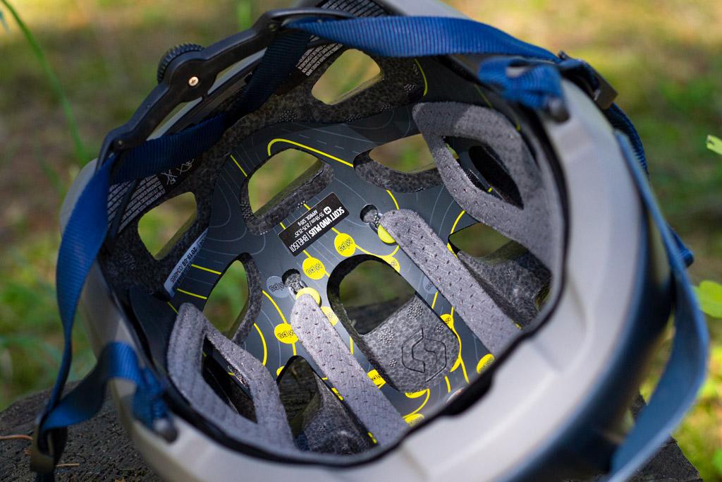 indersiden af hjelmen