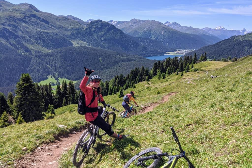 handskerne testet i sit rette element, i bjergene.