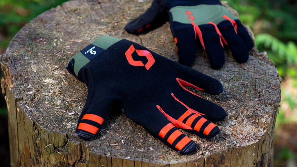 indersiden af handskerne