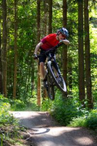 flyvende i luften på cyklen